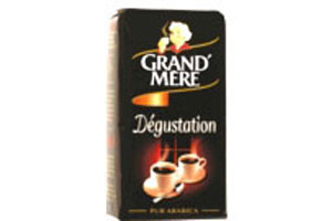 Announce pregnancy with  grandmother's coffee